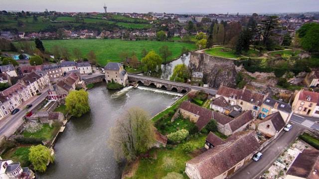 Fresnay sur Sarthe la Rivière et le Château ,Fresnay sur sarthe,Sarthe,France