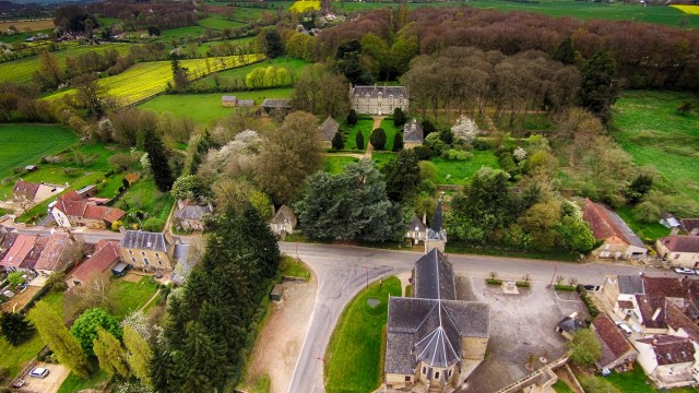 Château et Eglise, Moulins-le-Carbonnel, Sarthe,France