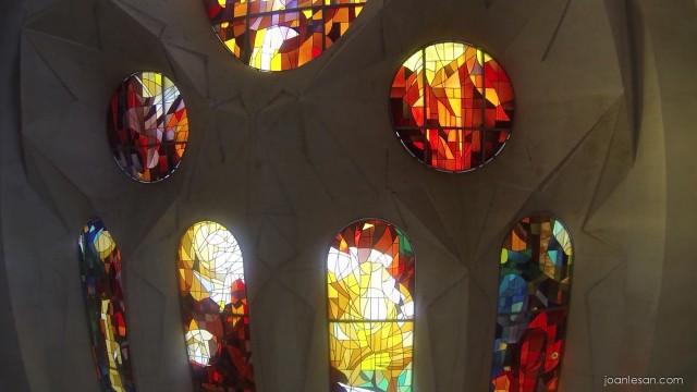 Detalle interior vidriera Sagrada Familia