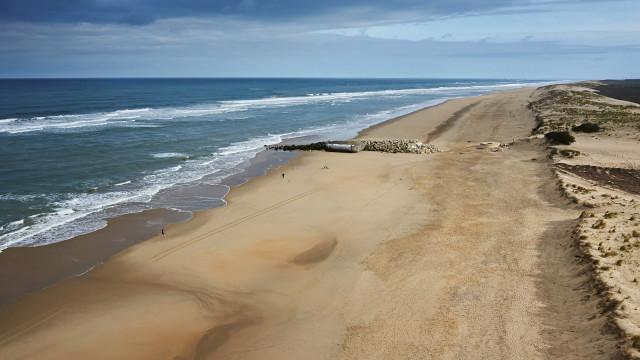 Beach of Bonne Anse ocean side near LA Palmyre