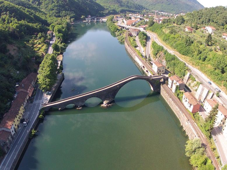 gopro drone video with Toscana Pisa Lucca Livorno on Watch furthermore Watch moreover Te al Achtergrond 272x11m Donker Rood besides Gopro Karma Drohne Vorgestellt further Optische Kabel.