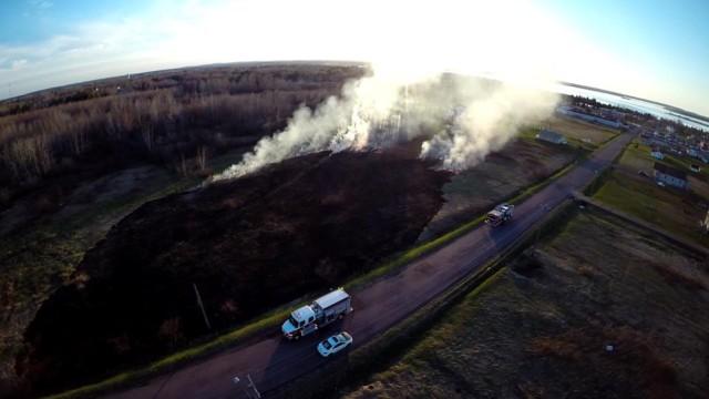 Shediac, New Brunswick – Firefighters battle grass fire