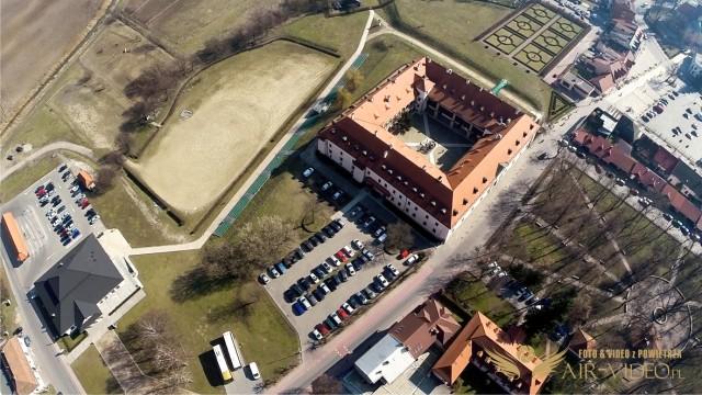 Poland – Niepołomice Zamek Królewski z lotu ptaka by Air-Video.pl