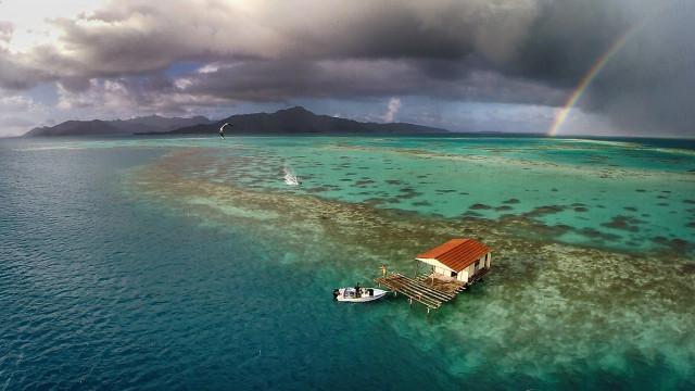 Kitesurf & rainbow in Tahiti – Raiatea & Tahaa lagoon