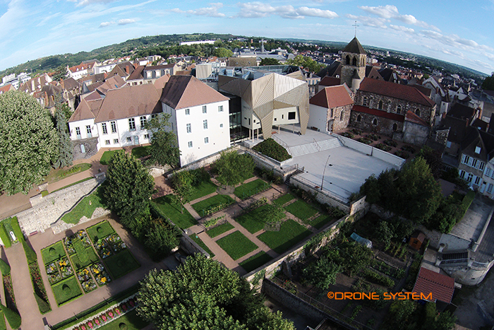 Montlu on auvergne france dronestagram for Jardin wilson
