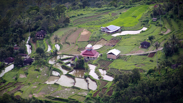 Maninjau lake, lawang to, bukittinggi, west sumatra, indonesia