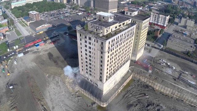 Abandoned Detroit Park Avenue Hotel Implosion Demolition – Detroit, MI USA