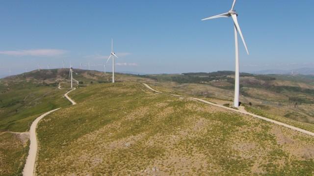 Wind turbines, Monte de San Silvestre, Gandra, Portugal