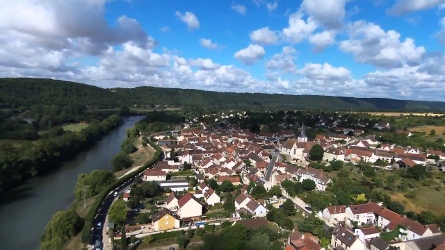 Bennecourt et son église, Benncourt, Yvelines, France