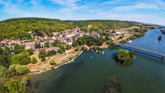 Bateau sur la seine et Vernon, Vernon, Eure, France