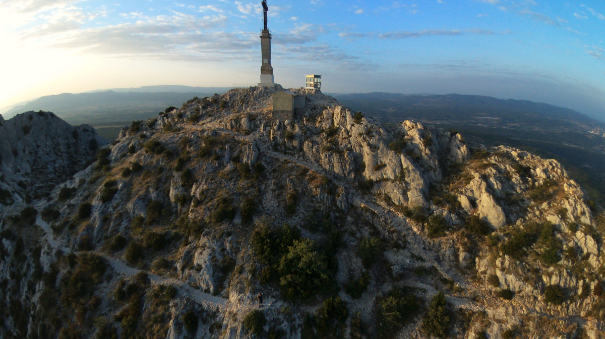 parrot bebop drone with Montagne Sainte Victoire Aix En Provence France on Quadcopter Wallpaper furthermore Drones besides Draw Your Own Ardrone20 also Things Flying Ces in addition Greece Naxos 6.