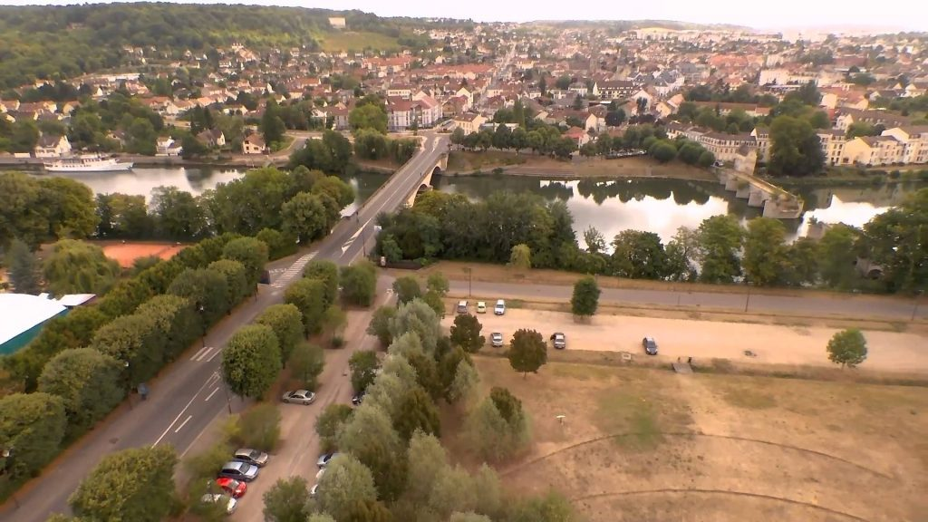 limay vieux pont et mantes la jolie coll giale mantes la jolie yvelines france dronestagram. Black Bedroom Furniture Sets. Home Design Ideas