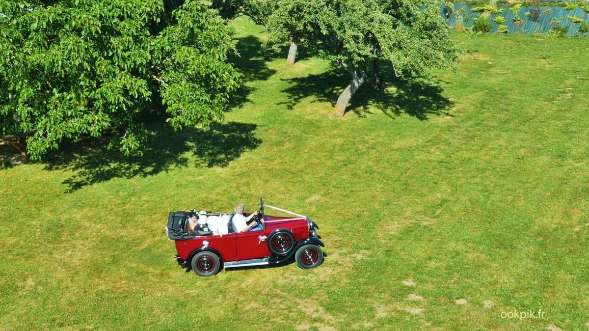 Mariage, prise de vue aerienne par drone, jeunes maries, Gap, France