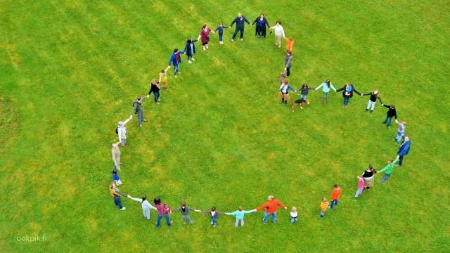 Photo par drone logo humain pour anniversaire, Auxerre, Bourgogne, France