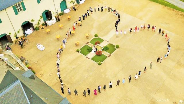 Logo humain par drone photo et vidéo pour mariage, région de Pau, Aquitaine, France