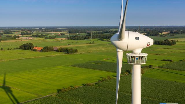 Windkrfatrad mit Besuchergondel in Westerholte, Germany