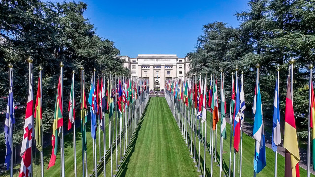 Allée des Drapeaux Palais des Nations Unies, Genève, Suisse