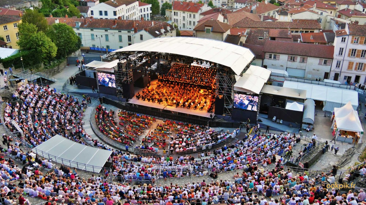 Concert musique photo par drone, Rhone Alpes, France