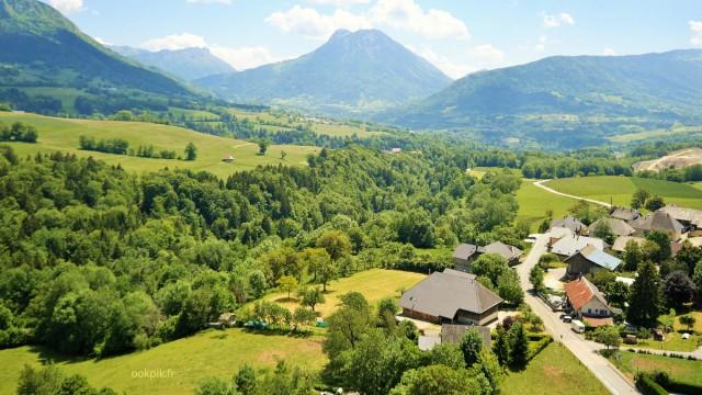 Prise de vue aerienne par drone, paysage des Alpes, Haute Savoie, France