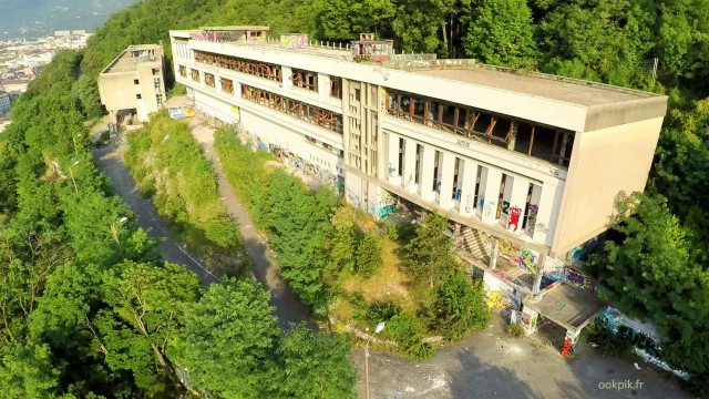 Immobilier par drone, immeuble a renover, Grenoble, France