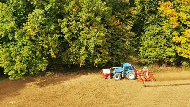Machine agricole, New Holland, prises de vues aeriennes par drone, Champagne Ardenne, France