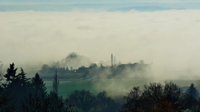 Brouillard matinal, prise de vue aerienne par drone, Bretagne, France