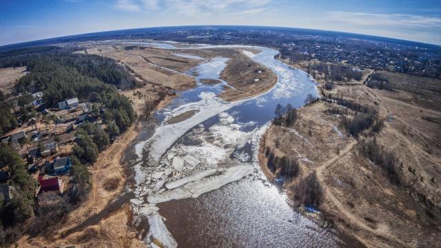 "Spring. The river ""Mologa"". Ice."