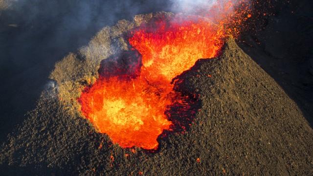 Dangerous place – volcano piton de la fournaise