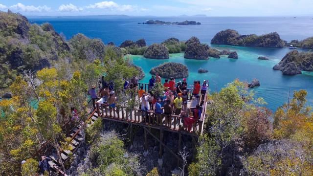 Kars Painemu, West Papua, Raja Ampat, Indonesia