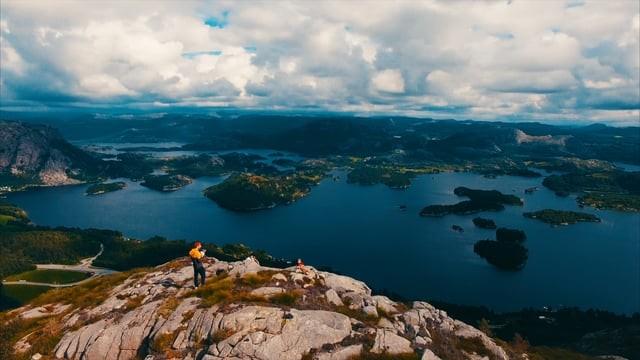 Floating Around Bjørndalsnuten