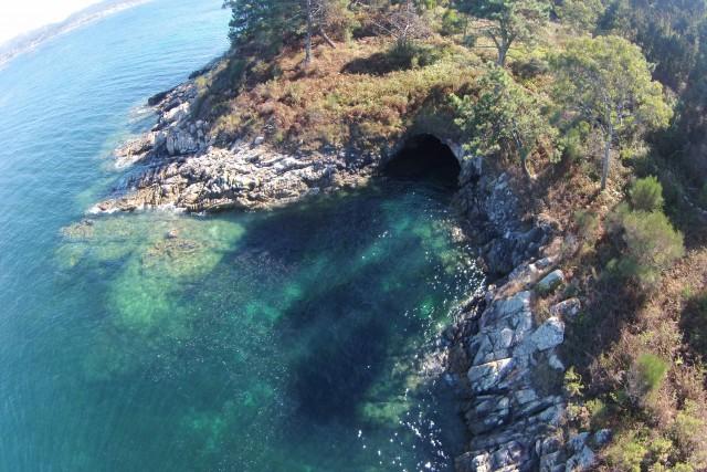 Sea cave, Punta de Couso, Ría de Aldán, Spain