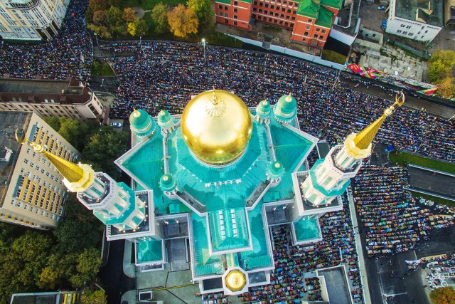 Muslims praying outside the Moscow Cathedral Mosque