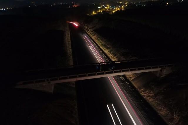 Luz en la carretera