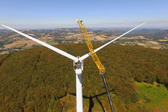 éolienne en réparation