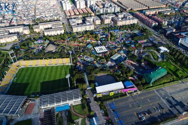 Parque Mundo Aventura y Estadio de techo