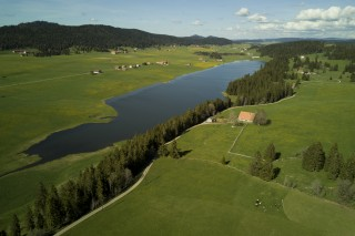 Vue sur le lac des Taillères (suisse)
