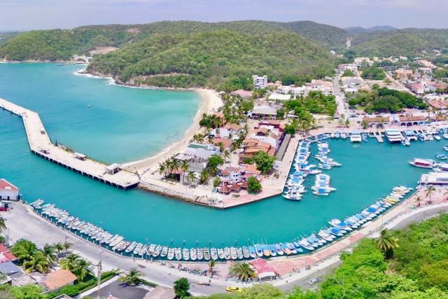 santa Cruz Huatulco marina