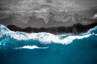 Black Sand VS Blue water