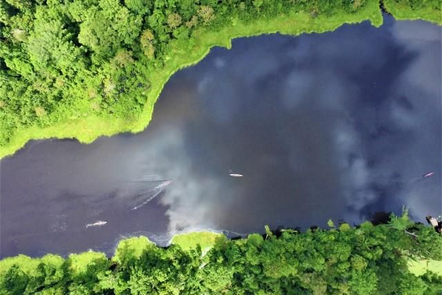 Lago en la Reserva Marasha, Amazonas, Perú