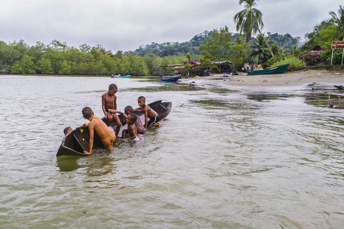 Juegos en el rio Jurubirá