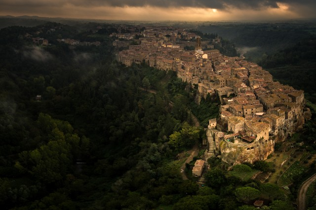 Pitigliano in the darkness
