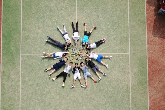 We play Tennis!