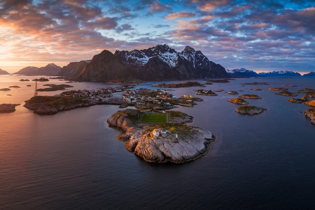 Midnight Sun in Henningvaer