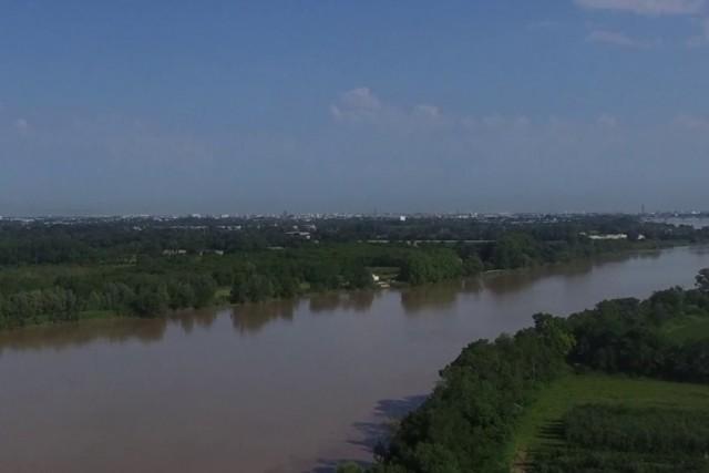 Garonne river and Bordeaux
