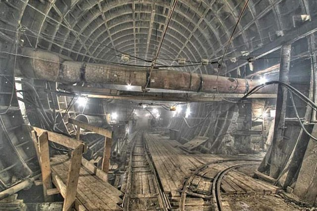 The abbadoned secret metro of Moscow / Russian Underground Tunnels