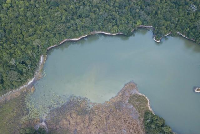 Découverte d'un lac, région de Nyonié Gabon.