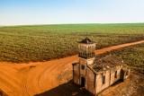 Igreja abandonada em área rural / Abandoned church in rural area (farm)