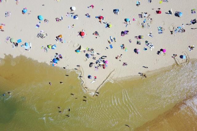 BEACH x TOURISTS