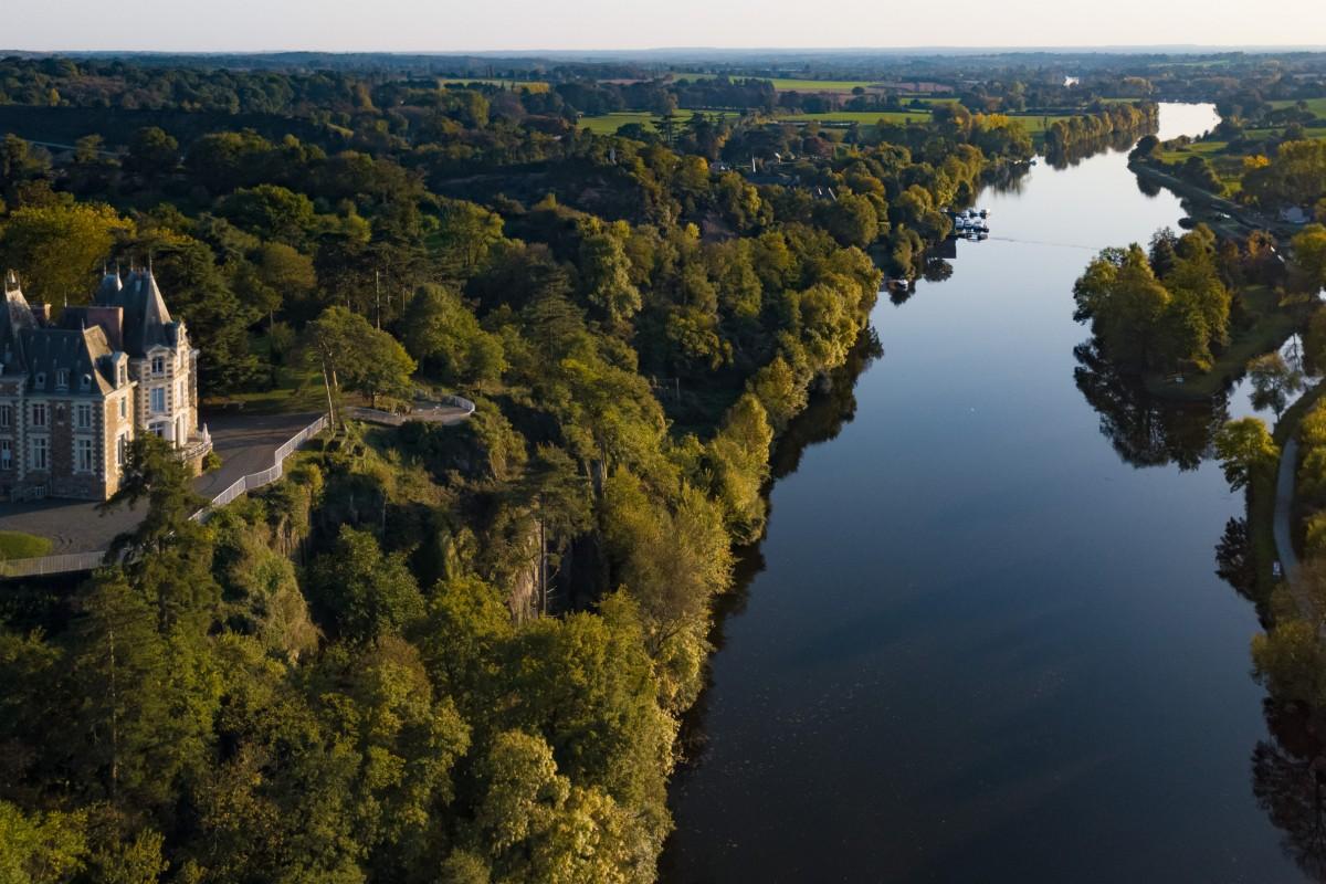 Chenillé-Changé, sur la Mayenne, Maine-et-Loire