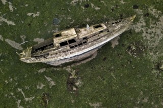 The sunken yacht